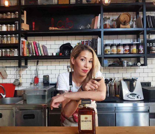 Tsampou Chrisa barwoman