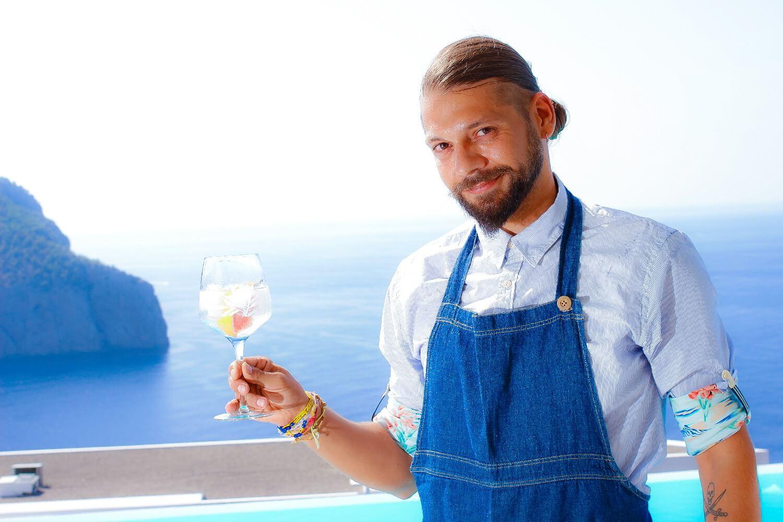 Θανάσης Κουζιώκας barman