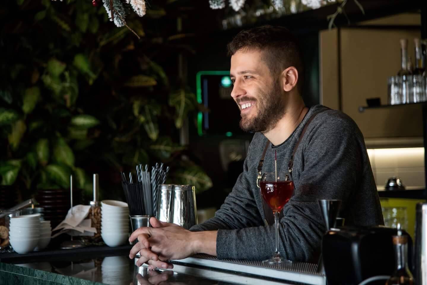 Γιώργος Σαρμαντάς bartender