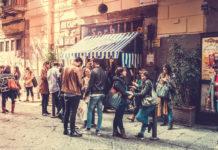 Αναμονή πελατών στο εστιατόριο